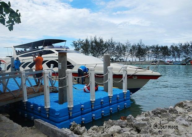 Speedboat yang membawa kami ke Pulau Pari..