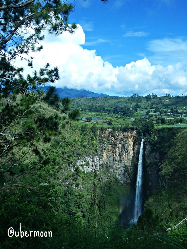 sipiso-piso-waterfall
