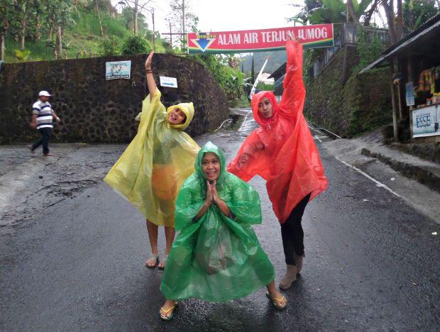 jas-hujan-untuk-jalan-jalan
