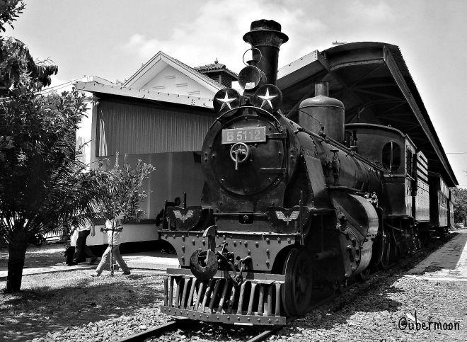 kereta-lokomotif-uap