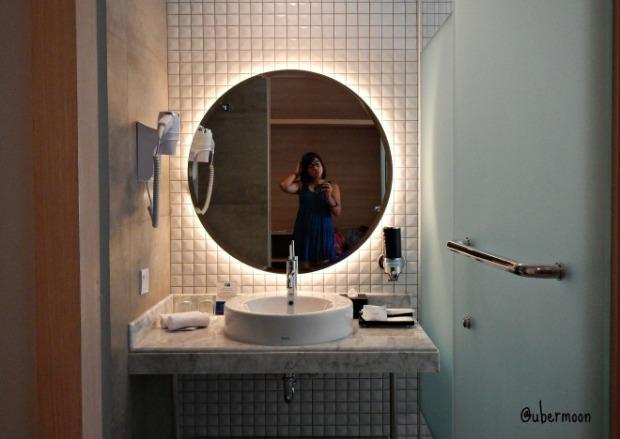 bathroom-holiday-inn-express-jakarta-wahid-hasyim
