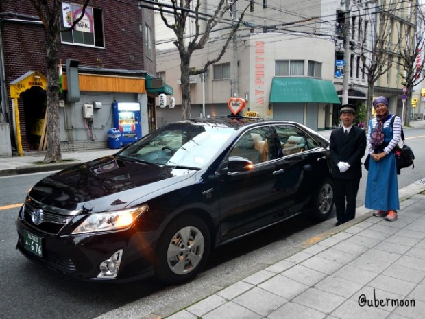 taking-taxi-in-japan