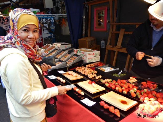 fresh-strawberries-at-tsukiji-fish-market