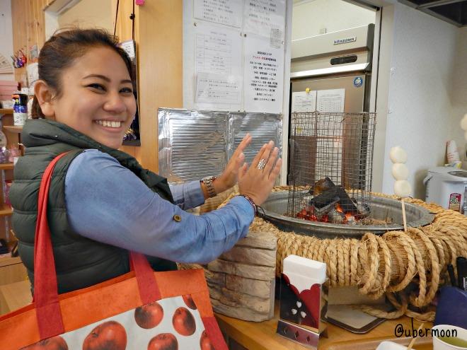 warming-hands-at-kawaguchiko