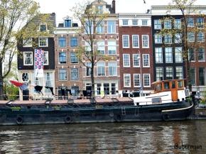rumah-kapal-di-amsterdam