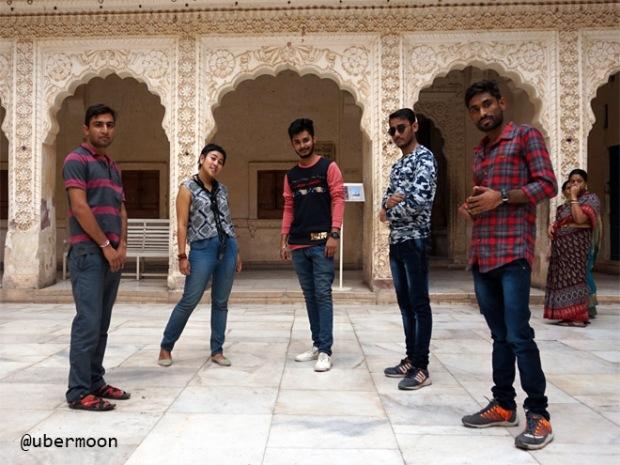 tips-foto-bareng-di-india
