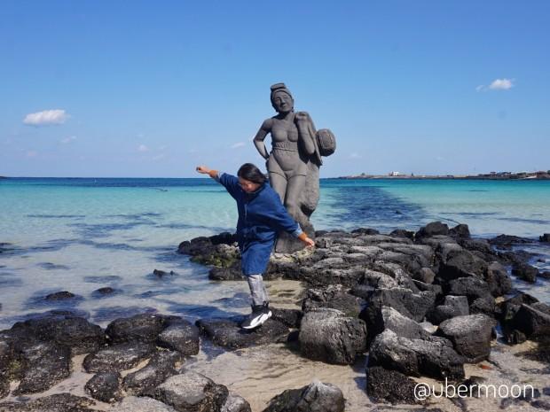 woman-diver-statue-in-udo-island